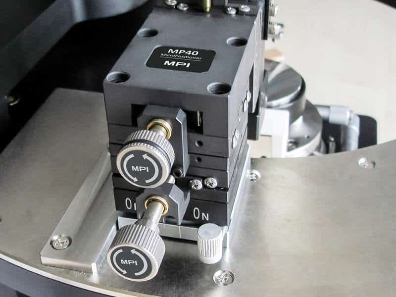 MP25 precision positioner on TS50 probe station with retangular guide rail for alignment of RF probes